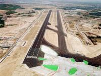 Aeropuerto_de_Barajas-_pista_15L-33R_jpg